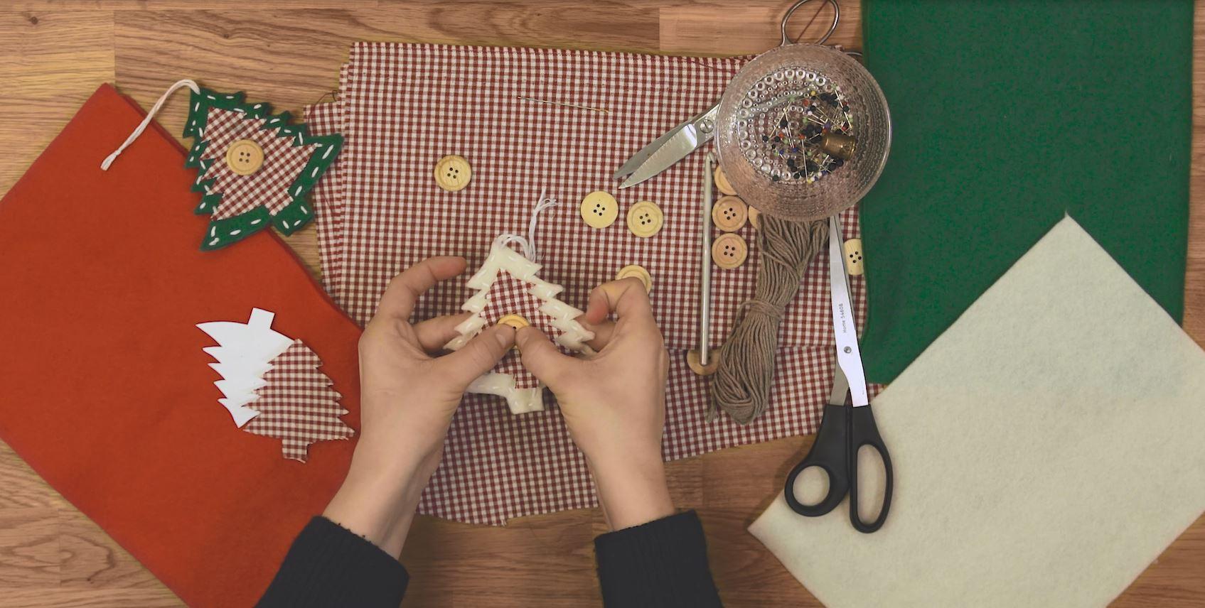 Anjan askeleet jouluun: Ideoita joulupuun koristeluun