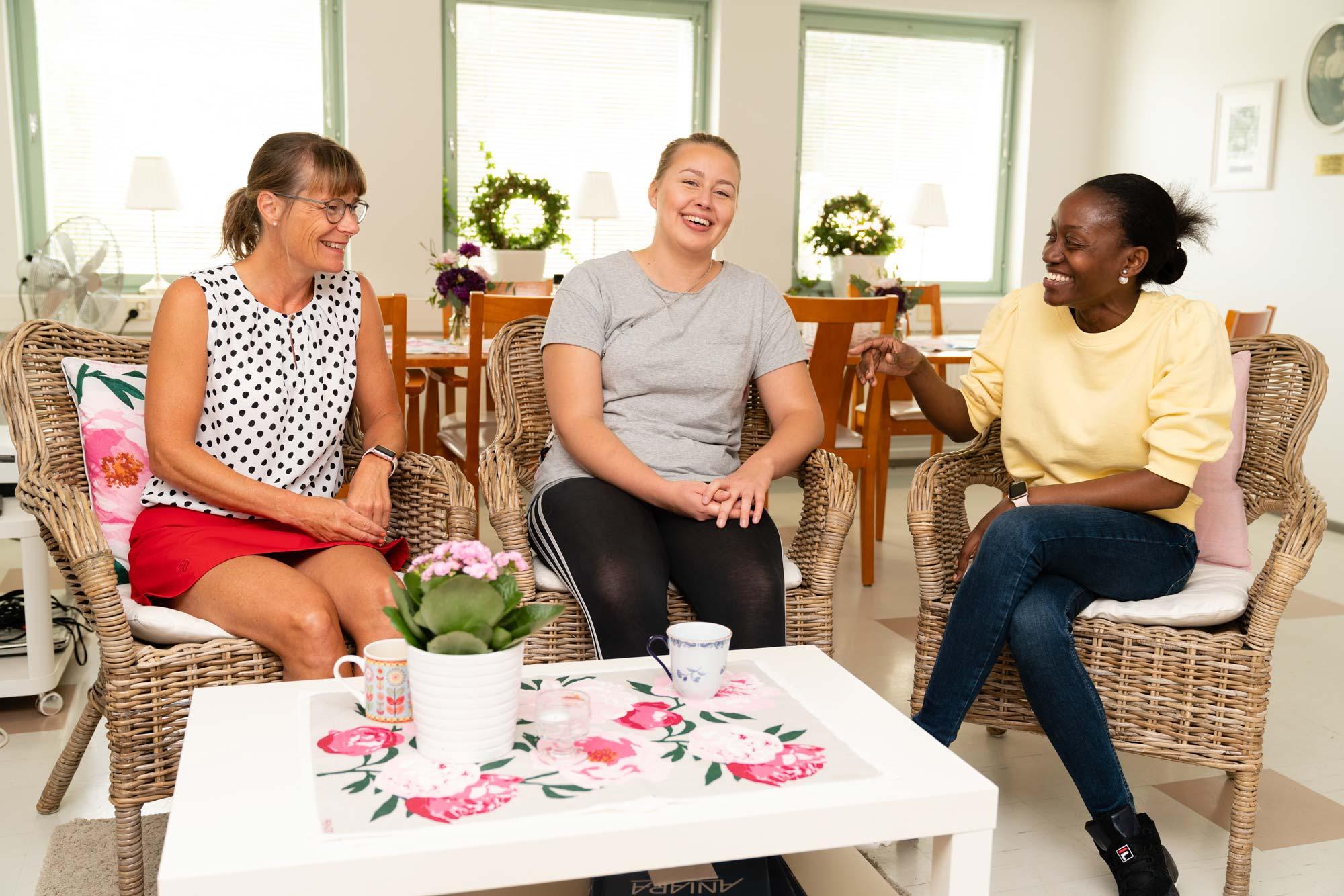 Dosdispensering istället för pillerutdelning ger tid för invånarna på seniorhemmet
