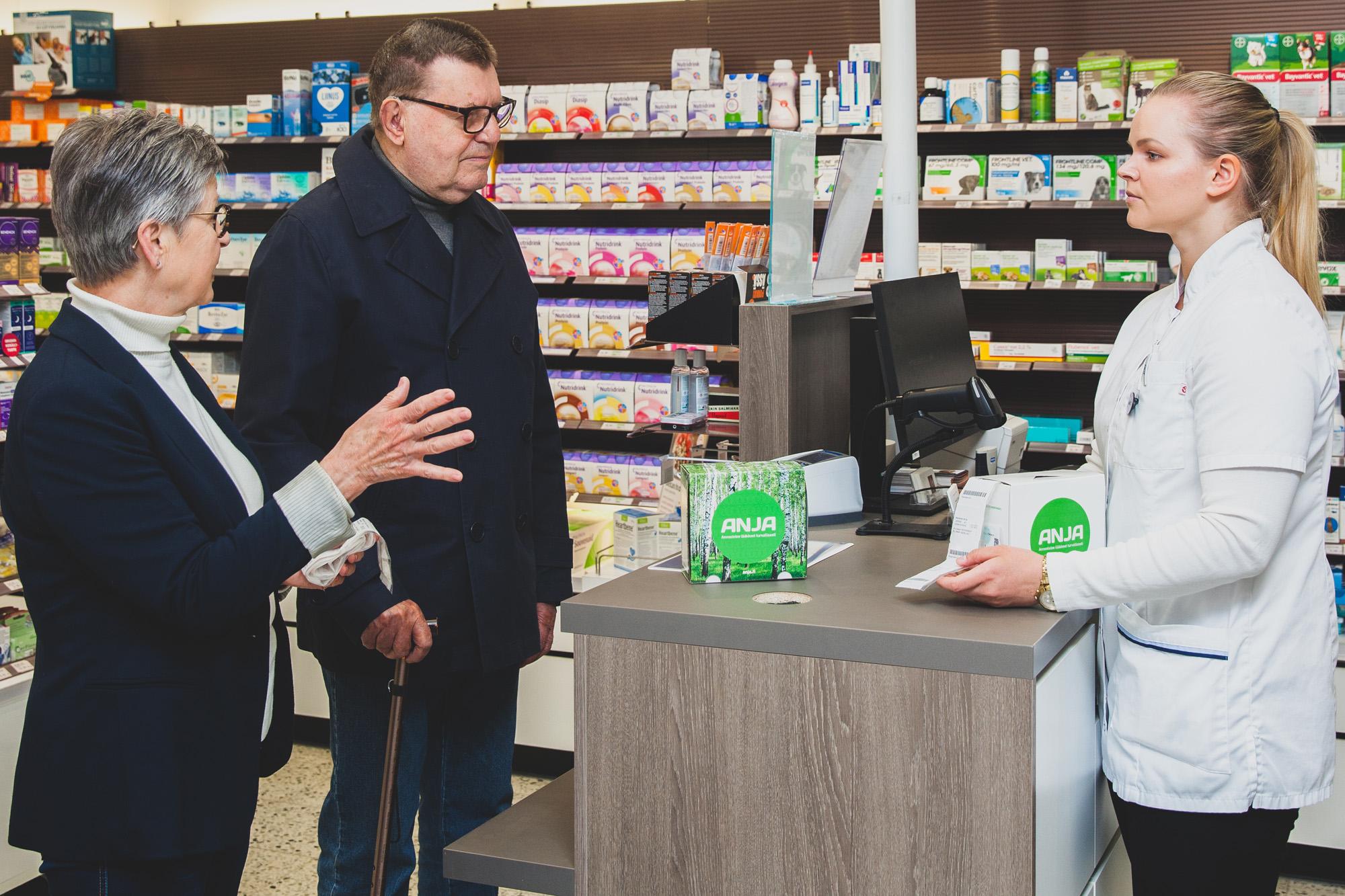 Lue Anja-lehti: Lääkkeet mukaan mökille – Berglundeilla takana kolme kuukautta annosjakelukokeilua