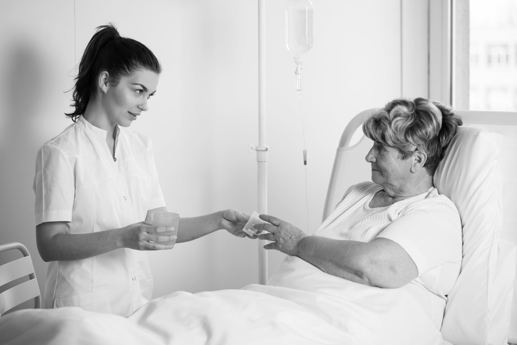 Ikääntyneiden lääkehoidon turvallisuudessa useita riskejä